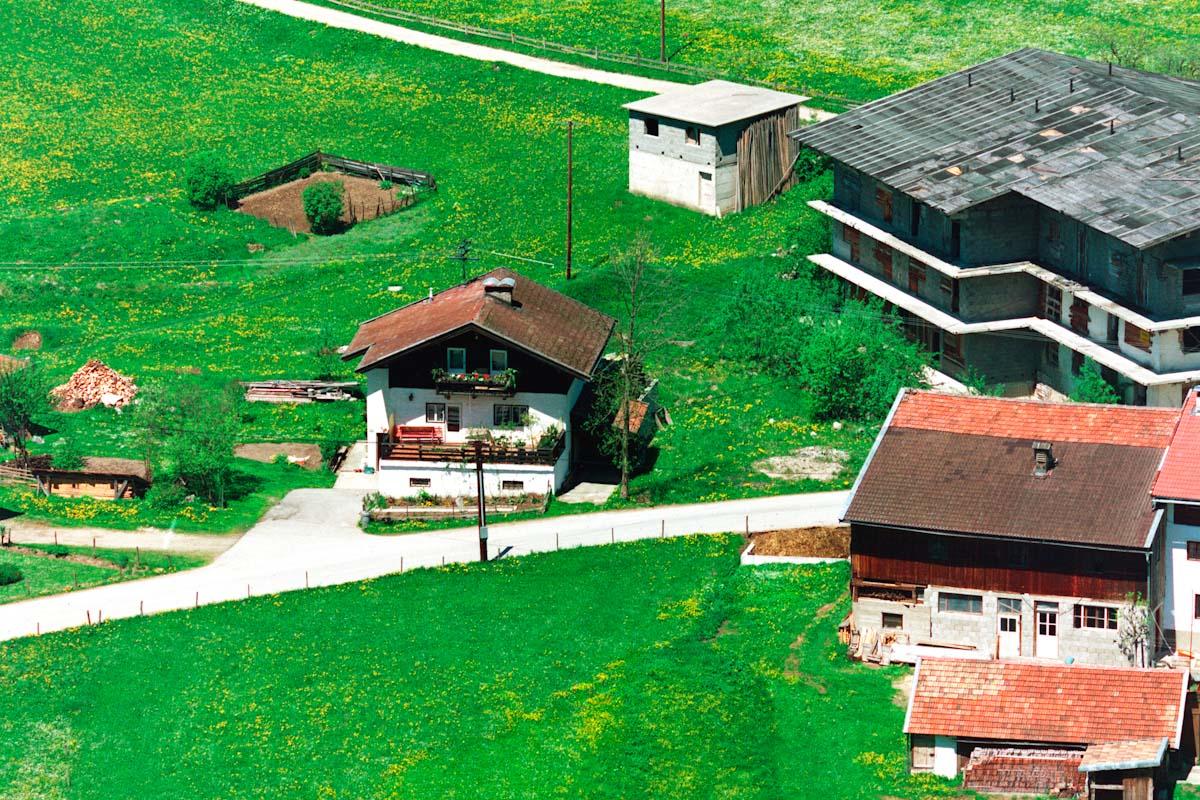"""altes Wirtshaus, Saxer Haus und """"Hupf"""" Käser Klaus"""